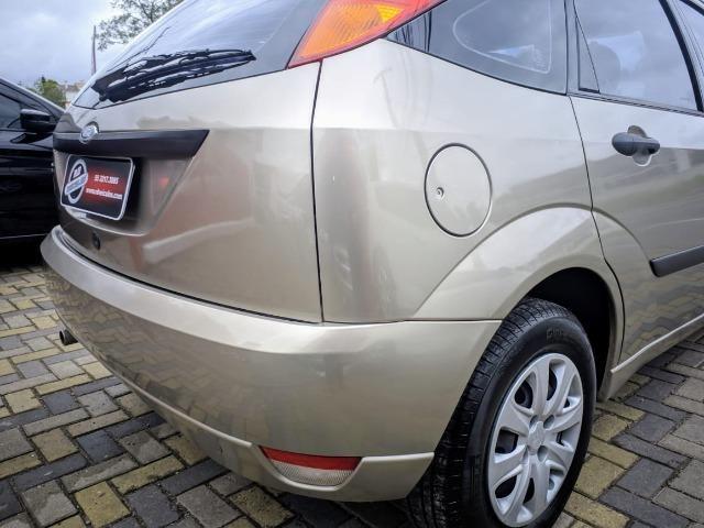 Focus Hatch 1.8 Ano 2003 - Foto 16