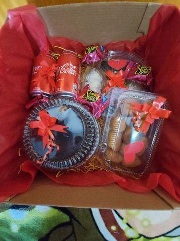 Festa na caixa e  cesta de guloseimas  - Foto 2