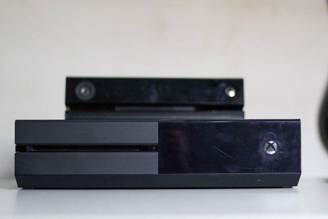 Xbox One 1TB completo com Kinect + 2 Controles + 2 Jogos - Foto 4