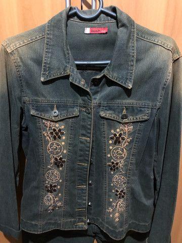 Conjunto de calça e jaqueta jeans bordado  - Foto 3