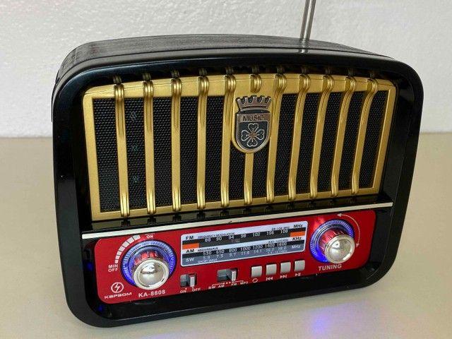 Rádio Retrô Portátil Mustang Vintage C/ AM e FM, Bluetooth, Antena e Lanterna 1200w - Foto 2