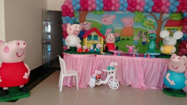 Peppa Pig, George Pig, Papai Pig e toda a turma na sua decoração de aniversário infantil