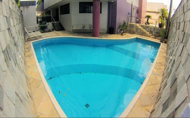 Apartamento em Petrópolis, com 260metros, 4 suites, 4 salas-Excelente Localização
