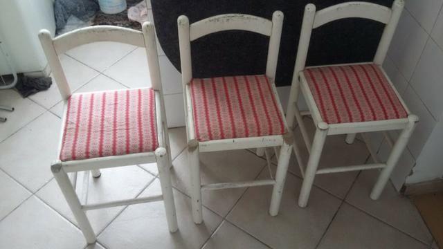 Mesa p/ cozinha com 3 cadeiras inclusas - Foto 2