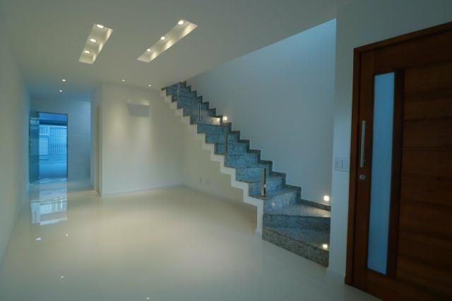 Imobiliária Nova Aliança! Vende Duplex Alto Padrão com Entrada para 2 Rua em Muriqui - Foto 4