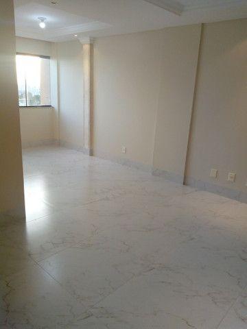 Apartamento 3 quartos, 2 garagens, no porcelanato, próx ao Goiânia Shopping