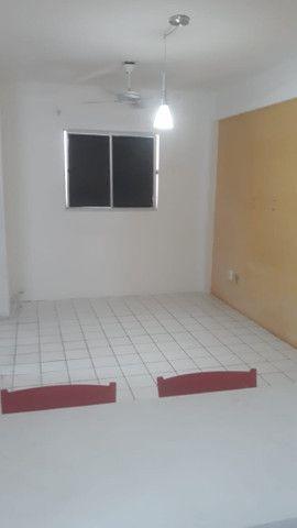 Vendo apto em condomínio 2 Qtos com móveis planejados - Foto 13
