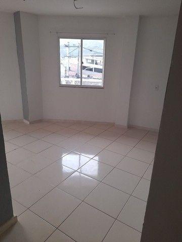 Alugo apartamento em barro branco, 2 quartos, varanda, banheiro e área - Foto 2