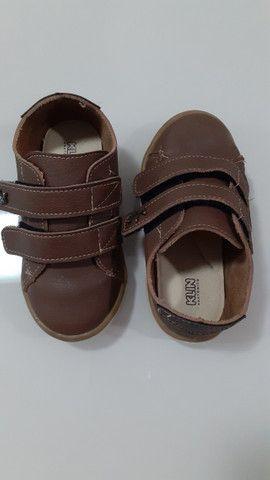Sapato semi- novo de criança