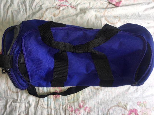 Vendo bolsa Nike violeta  - Foto 3