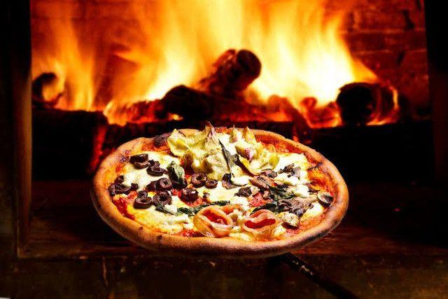 Esfihas é pizzas feitas em forno a lenha esfihas a partir (2 reais) - Foto 2