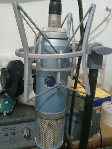 Mic condensador AKG perception 820 TUBE.