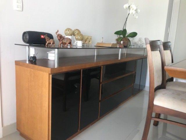 Mesa com 8 cadeiras + aparador de madeira com vidro preto  - Foto 2