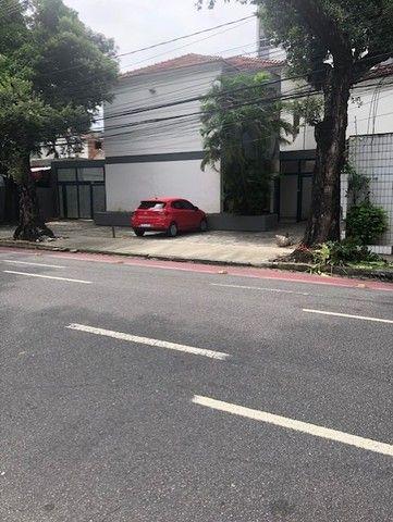Alugo casa p/ comercio na Av. João de barros com 384m2