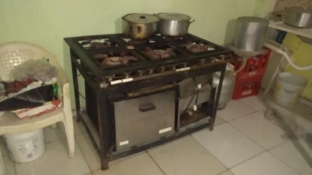 Vende um fogão industrial com forno!