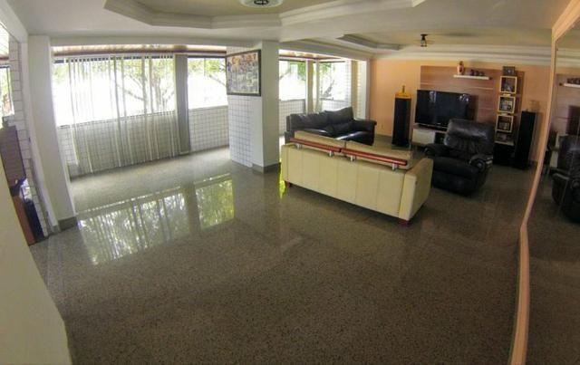Apartamento em Petrópolis, com 260metros, 4 suites, 4 salas-Excelente Localização - Foto 3