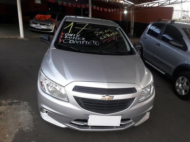 Vendo Chevrolet Onix 1.0 Flex completo - Foto 2