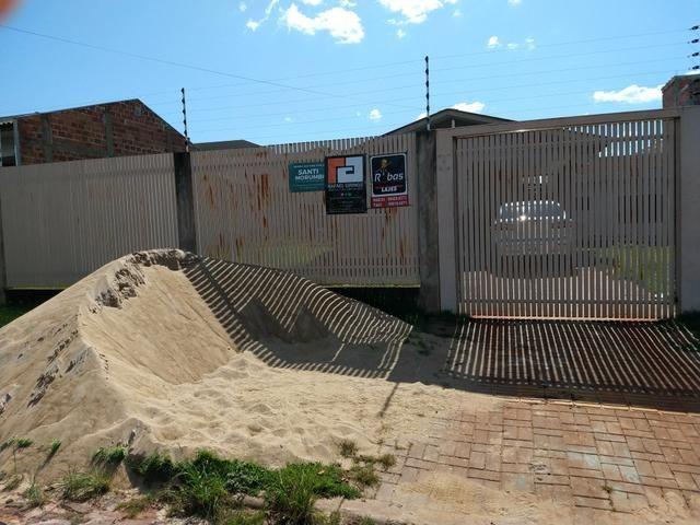 Terreno murado com casa de madeira - Foto 4