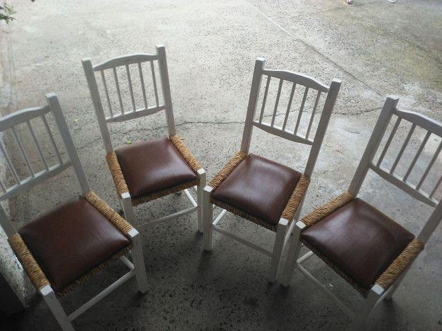4 cadeiras antigas de madeira super confortavel