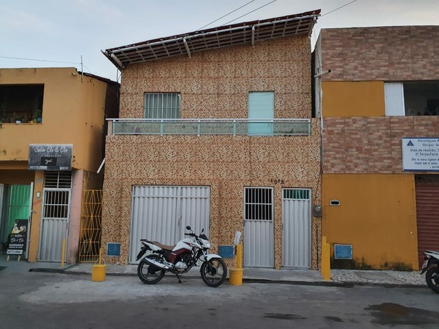 Casa dúplex na Avenida Zezé Diogo, Cais do Porto