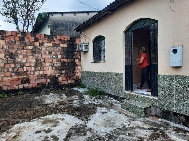 Novo Aleixo casa com 4 quartos mais 1kitnete terreno 8x20 murado.