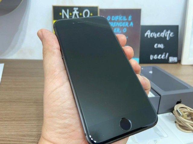 Iphone 8 - 64GB - Cinza Espacial - Foto 2