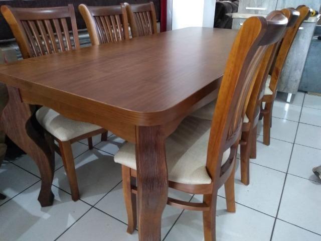 Mesa de madeira com 6 cadeiras de madeira tratada 2 M
