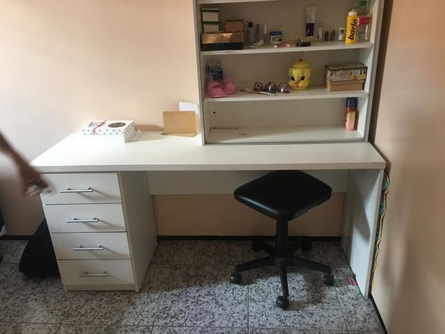 Vendo escrivana, com um armário aberto - Foto 2