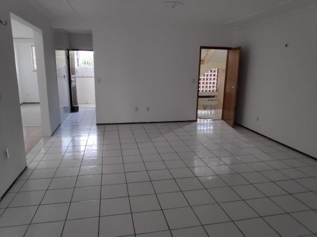 Fortaleza- Aerolandia (Frente BR 116) - Apartamento reformado 112 m2 em Pronta Entrega!