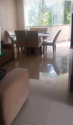 Aluga se um lindo apartamento