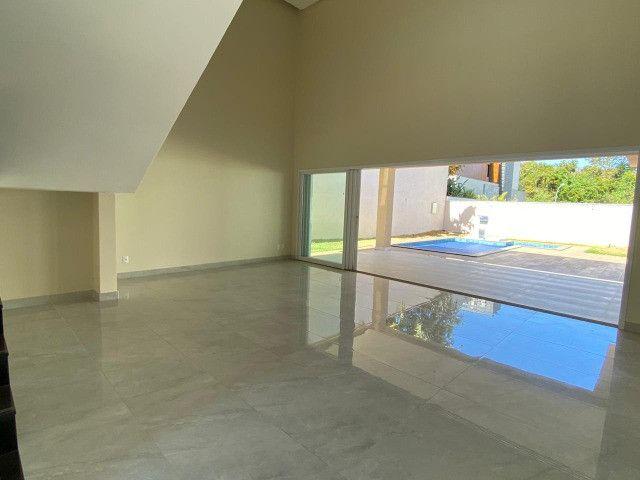 Lindo sobrado de 4 suítes no condomínio Alphaville Goiás - Foto 4