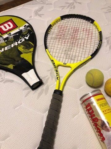 Raquete Wilson titanium Energy e bolas de tênis  - Foto 2