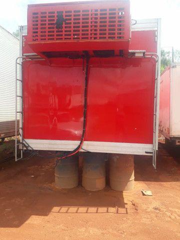 Baú frigorífico 7.50m motor a diesel