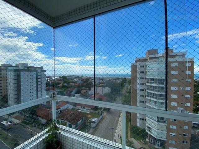 Apartamento com sacada ampla e vista para o mar e rio - Foto 10