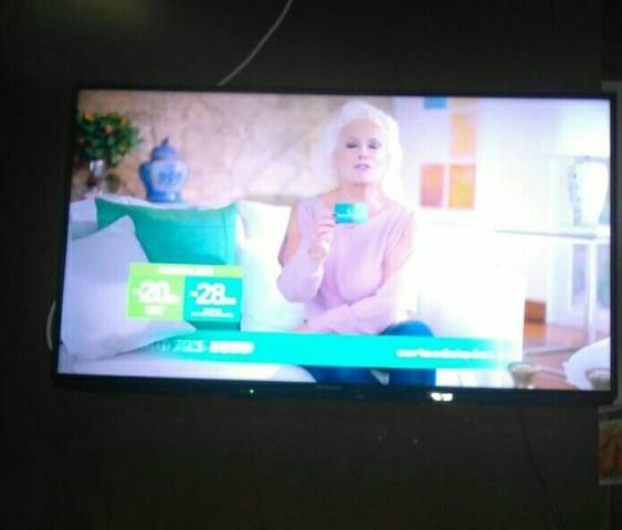 Vendo TV Panasonic LED LCD 40 polegadas( passo cartão )