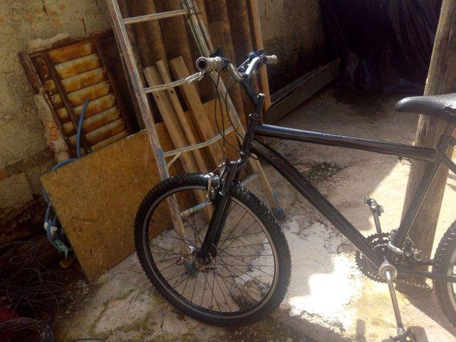 Vendo bicicleta aro 26 - Foto 3