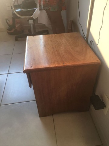 Criado mudo em madeira 140,00 - Foto 3