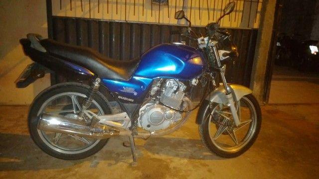 Vendo uma moto Suzuki para interior