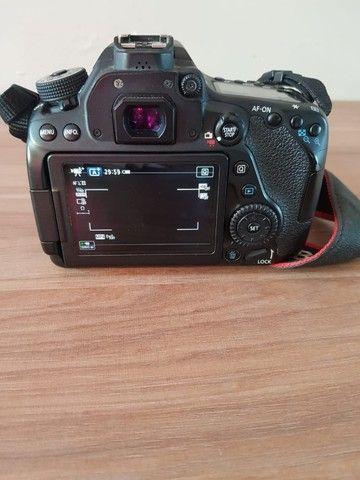 Câmera Canon 80D novíssima + lentes, bolsa e flash - Foto 6