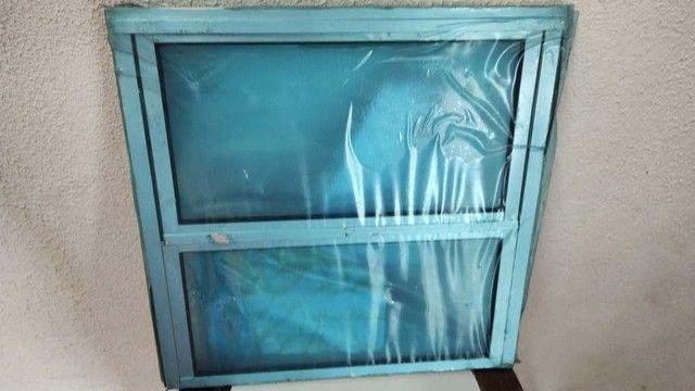 Basculhante aluminio com vidro, 0.40 cm X 0.40 cm,