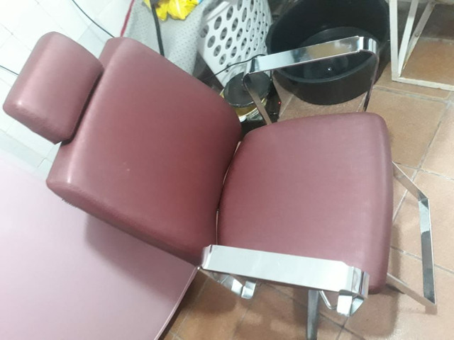 Cadeira nova pouco tempo de uso