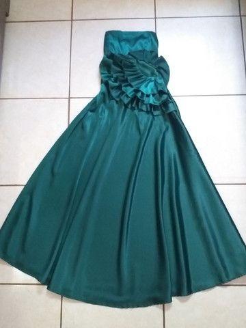 Vestido de festa longo verde cetim no godê