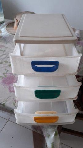 Gaveteiro de plástico pequeno com 3 gavetas para mesa - Foto 5