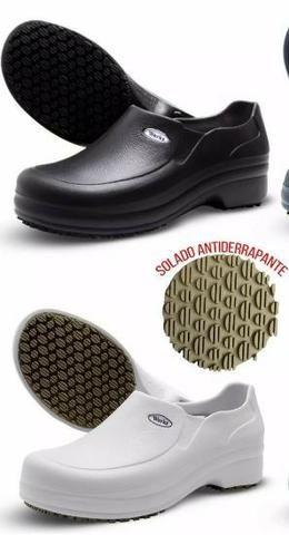 5429d9290f0 Sapato Antiderrapante Profissional Epi Soft Works Bb65 Preto e Branco -  Foto 3
