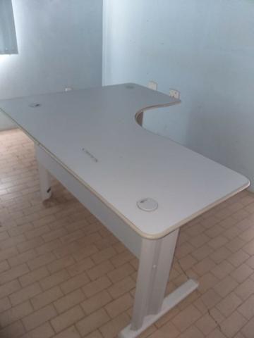 Mesa L para escritório/consultório