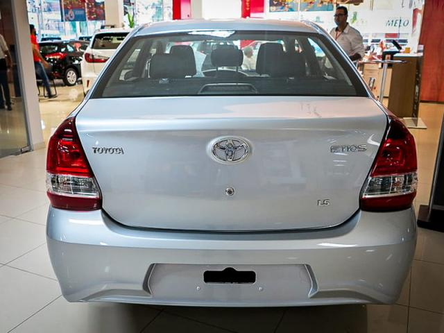 TOYOTA ETIOS SEDAN X PLUS 15 MT 19/20 - Foto 5