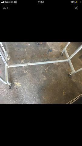 Arara com rodízios e ganchos cromados - Foto 3