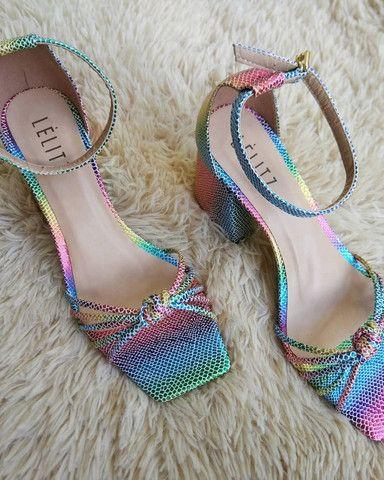 Sandália salto bloco Tie Dye - Foto 2