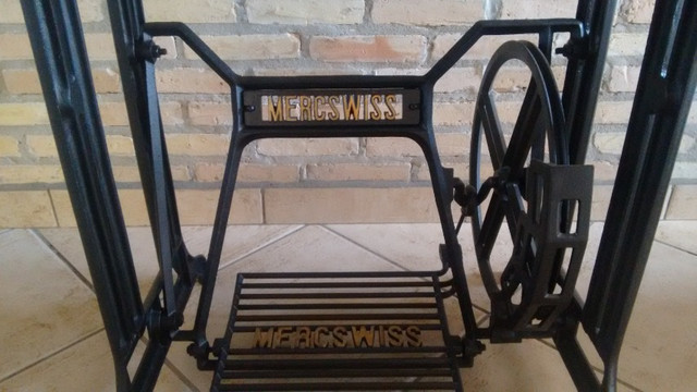 Mesa de Granito projetada sobre pé de máquina de costura Mercswiss antiga - Foto 4