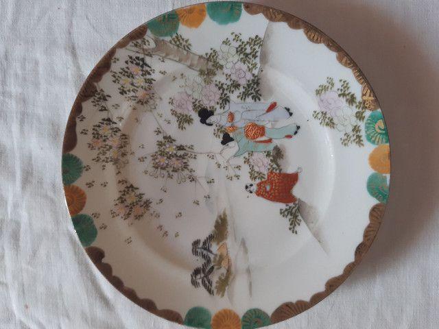 lote 4 pratos porcelanas japonesas antigas pintados à mão filetado a ouro - Foto 6